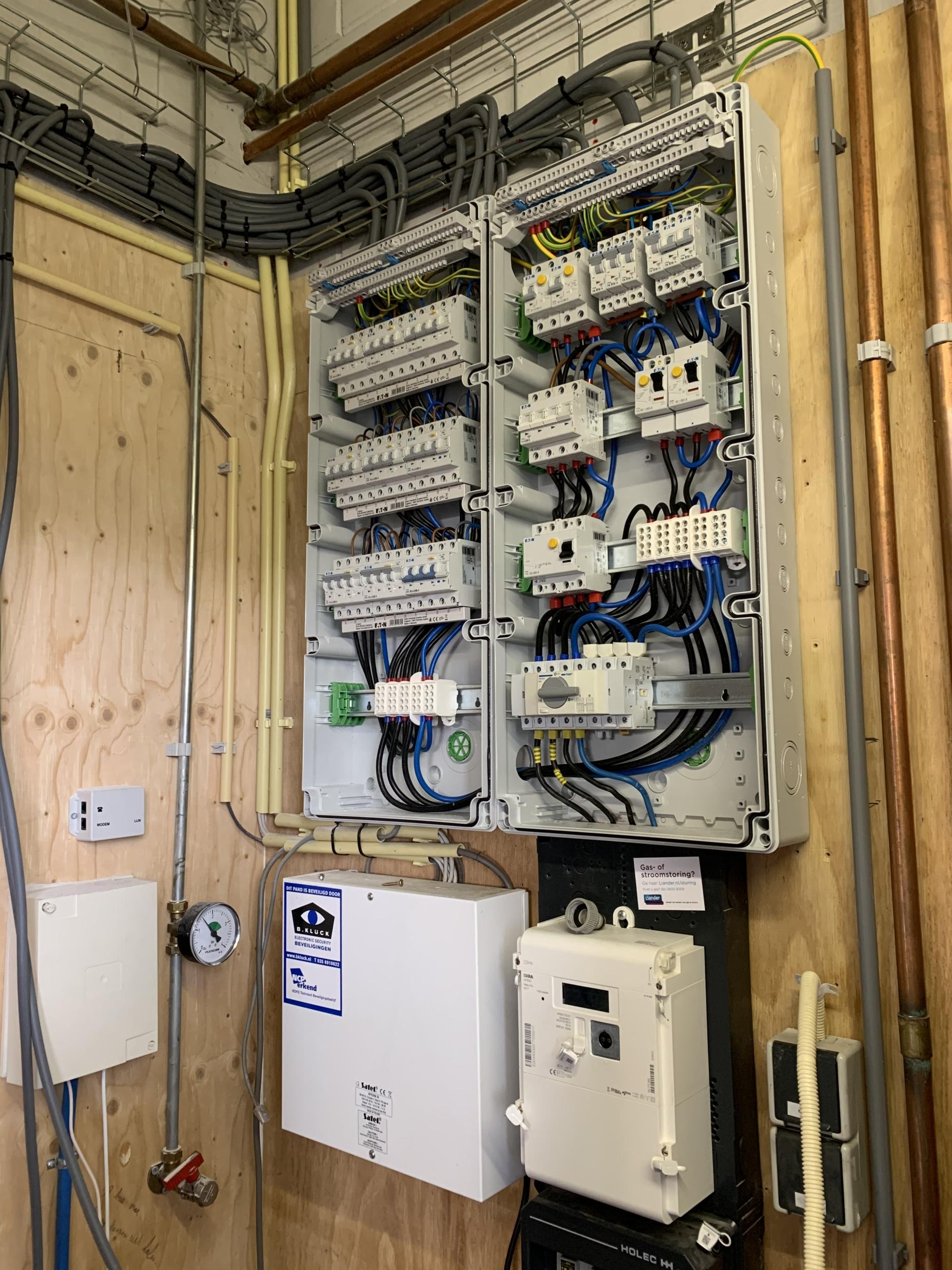 Van de Beerecamp Elektrotechniek - Van de Vliert Houtbewerking